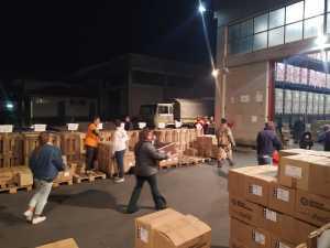 Volontari al magazzino