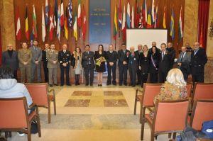 foto di gruppo con autorità civili, militari, relatori e associazioni combattentistiche e d'arma