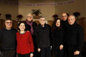Una delle ultime immagini al termine del Concerto di Natale con il Maestro Nino Buda e i cantanti del Gruppo Folk Naxos