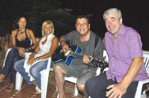 Assieme a Presa con al chitarra