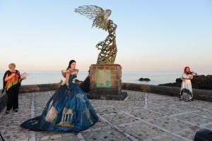"""Il vestito """"Madre Sicilia"""" di Simona Gullotta indossato da Eleonora Leone"""