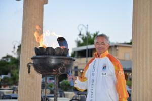 Salvatore Ferrara accende il fuoco sacro al tempietto