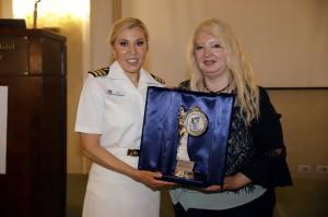 L a Dott.ssa Devin riceve il Premio Virdimura dalla Prof.ssa Tornali