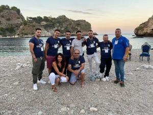Foto di gruppo con gli organizzatori all'Isola Bella