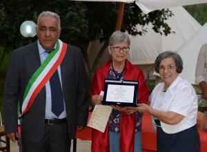 Il primo premio a Zaremba Stanislaw . Nella foto Zaremba, il Sindaco Blancato e Ada