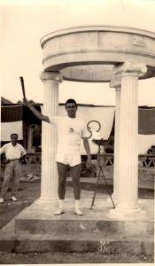 Il Prof. Antonino Rigano con la fiaccola olimpica del 1960
