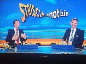 Ficarra e Picone nella puntata di Striscia la Notizia del 28 novembre 2020 indossano le cravatte di Kyara Carrà.