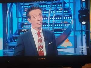 Salvatore Ficarra con la cravatta di Kyara