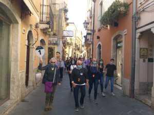I croceristi a passeggio sul Corso Umberto di Taormina