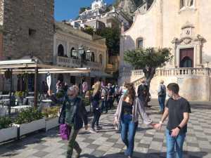 I croceristi a Taormina