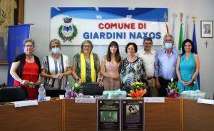 Al centro della foto le autorità comunali e della Fidapa.  Prima a sinistra Cettina  e ultima a destra Daniela Sabato